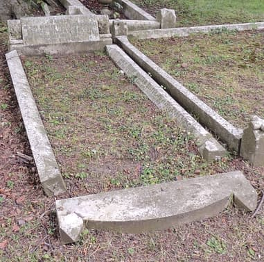 Private Robert William Belton's headstone before restoration